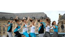 L'Atelier chorée Am'Latine en démo au Miroir d'eau – Bordeaux